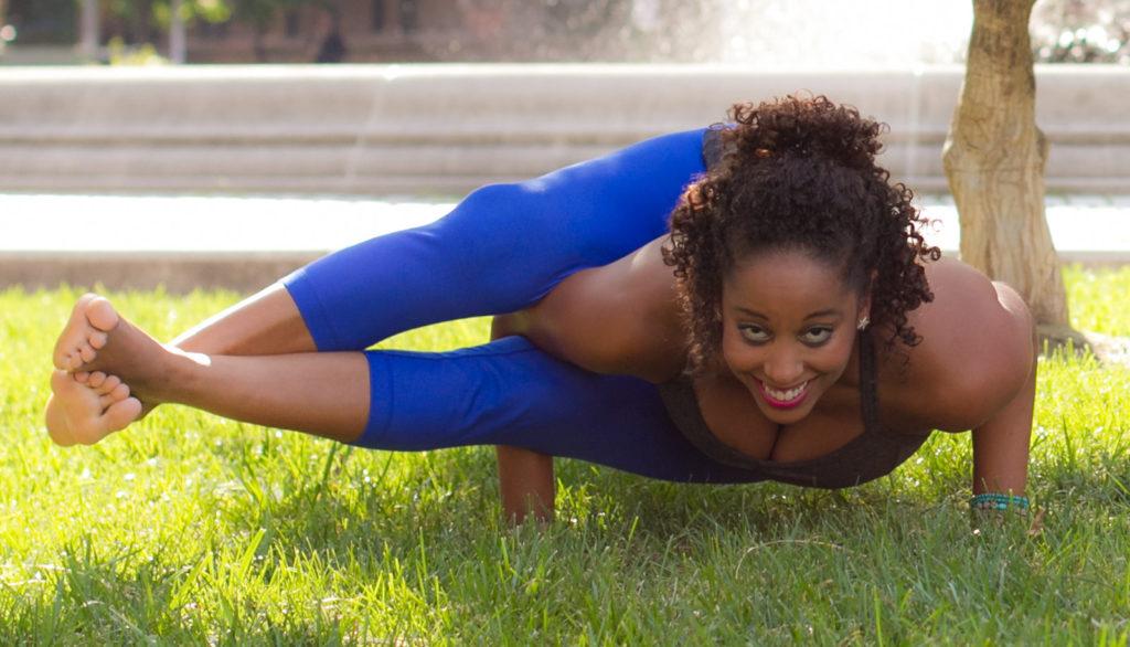 Allenarsi a casa con lo yoga: posizioni ed esercizi