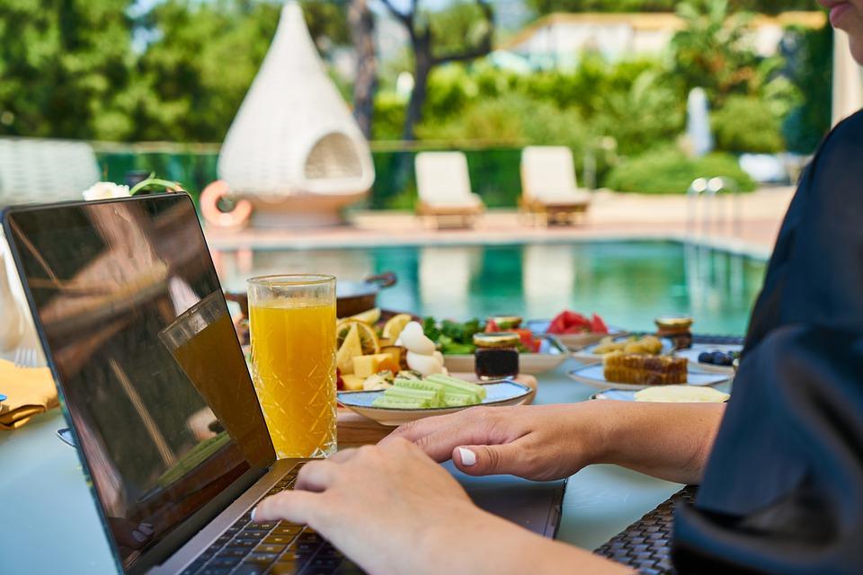 secondo lavoro da casa senza partita iva imprenditrice digitale imprenditoria spirituale